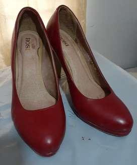 Vendo varios pares de zapatos de dama marca Bosi y Bon Bonite, en excelente condición.
