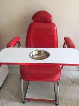Silla y mesa de manicure y pedicure