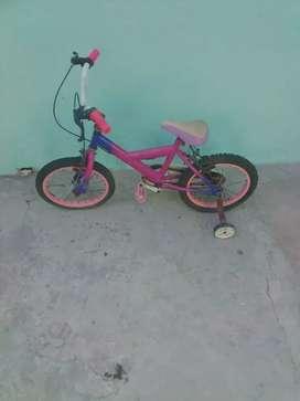 Sé venden dos bicicleta de niñas y un triciclo