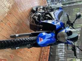 La moto tiene lo papeles sacados ase un mes todos seguro,tecno Mecanico,impuestos pagos, cambio de aceite recien