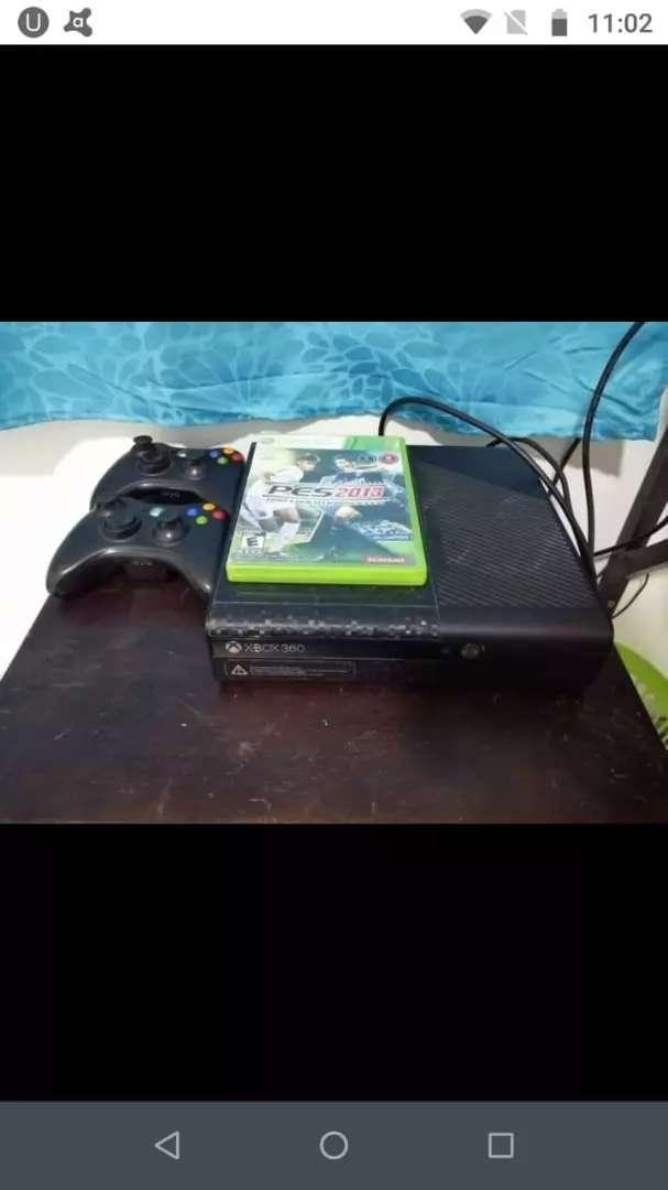 Xbox 360 con dos palancas y 8 juegos originales
