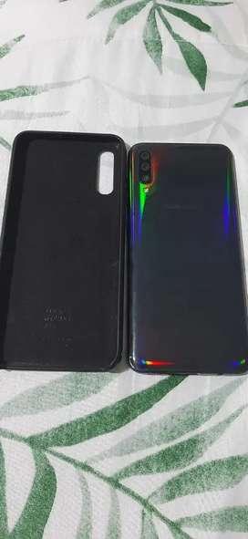 Se vende o se permuta a todoterreno Samsung Galaxy a70