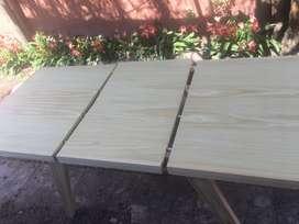 Mesas y sillas de pino