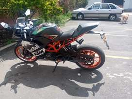 Hermosa KTM RC 200