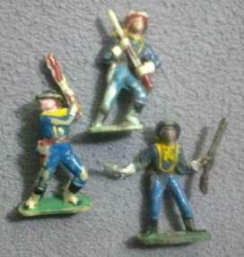 Soldados de plástico. Miden 7 cm aproximadamente.