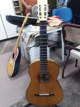 Guitarra maciza por luthier Rebaza discípulo de castañera