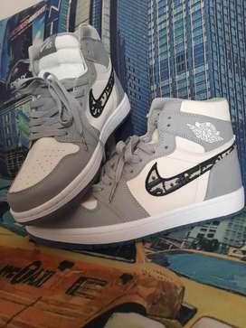 Zapatilla Dior x Air Jordan unico par talla 38