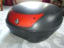 Vendo Maletero de Moto Capacidad para 2