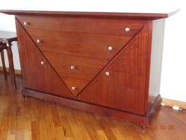 Vendo aparador de madera, diseño clásico