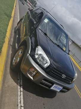 Se vende rav4 4x4 manual, se recibe