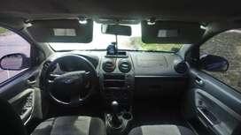 Vendo Ford Fiesta Max 2007 con Gas
