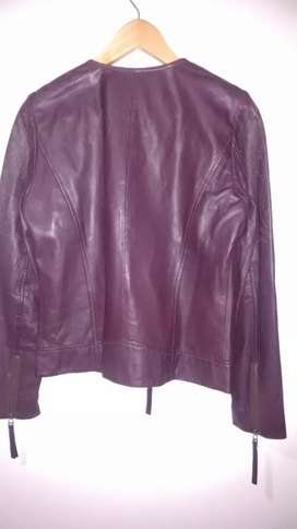 Vendo chaqueta de cuero original y Nueva. Marca Naf Naf