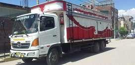 Camión Hino 1018 bien conservado