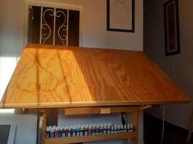 Mesa de dibujo o arquitectura con luz.