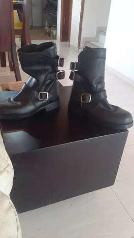 Vendo botas en cuero excelente estado