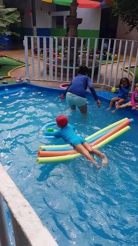 Mantenimiento y aseo a piscinas, dosificación de productos químicos, mantenimiento a equipos de filtración