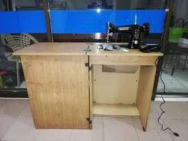 Maquina de coser Singer con mueble en buen estado