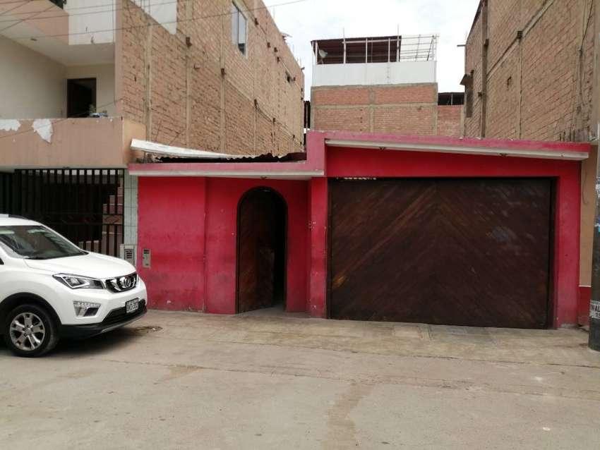 Vendo Casa a Precio de Terreno - San Juan de Miraflores 0