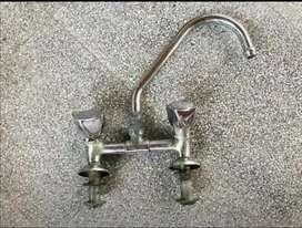 1 Grifo de cocina y 1 grifo para baño o lavadero