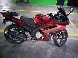 Vendo moto yamaha R15 modelo 2011 perfecto estado