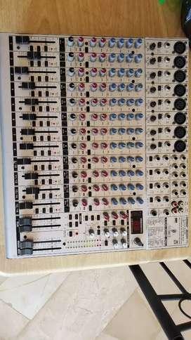 Consola de sonido  EURORACK UB2222FX-PRO