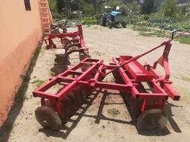 Vendo implementó de tractor arado rastra guachadora