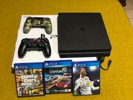 PS4+ 2 joysticks + tres juegos