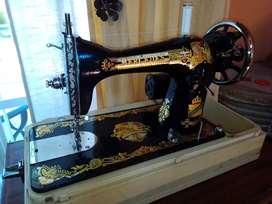 Máquina de coser Mercedes