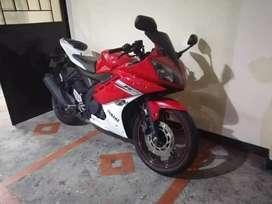 Yamaha r15 roja modelo 2013