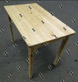 Mesa en Pino.