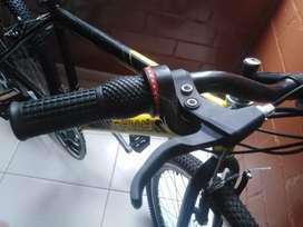 En venta bicicleta todoterreno rin 24 para niño