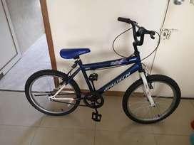 Bicicleta para niño casi nueva