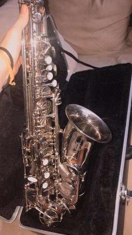 Saxofon alto Marca Amati kraslice