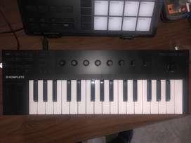 Komplete Kontrol m32 teclado controlador midi en perfecto estado