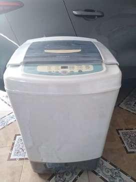 Hermosa lavadora Samsung de 22 libras