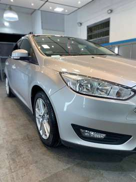 IMPECABLE Ford Focus 1.6 - 5 P - 2016 -