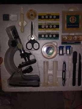 Microscopio de metal con luz y zoom