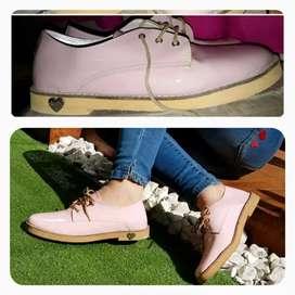 Zapato acordonado color rosa. 38/39