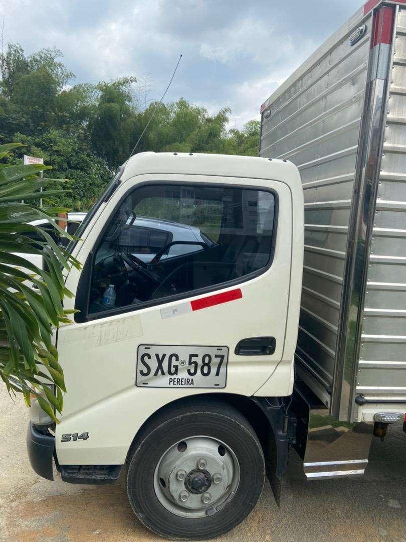 Hino 300 furgón modelo 2017