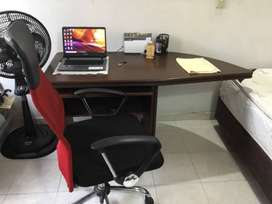 Se vende silla y escritorio