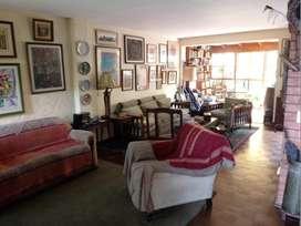 Casa en venta muy bien ubicada cerca al óvalo Higuereta en zona muy tranquila.