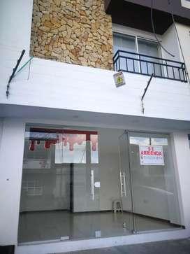 Arrendo local comercial en edificio AMBAR, Barrio Valencia.