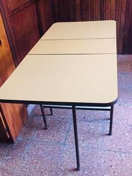 Mesa plegable de formica con base de hierro