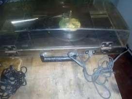 Vendo reproductor de disco de vinilo y un proyector de fotos antiguos