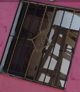 Vendo ventana en buen estado, reja protectora de ventana, reja principal