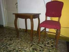Mesa de estilo para tomar el té con dos sillas Luis xv