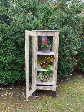 Mueble Rústico Para Flores Con Alambre Tipo Gallinero