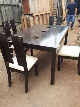 Venta    de  mesa  con  4  sillas   de  segunda   oferta  120  soles