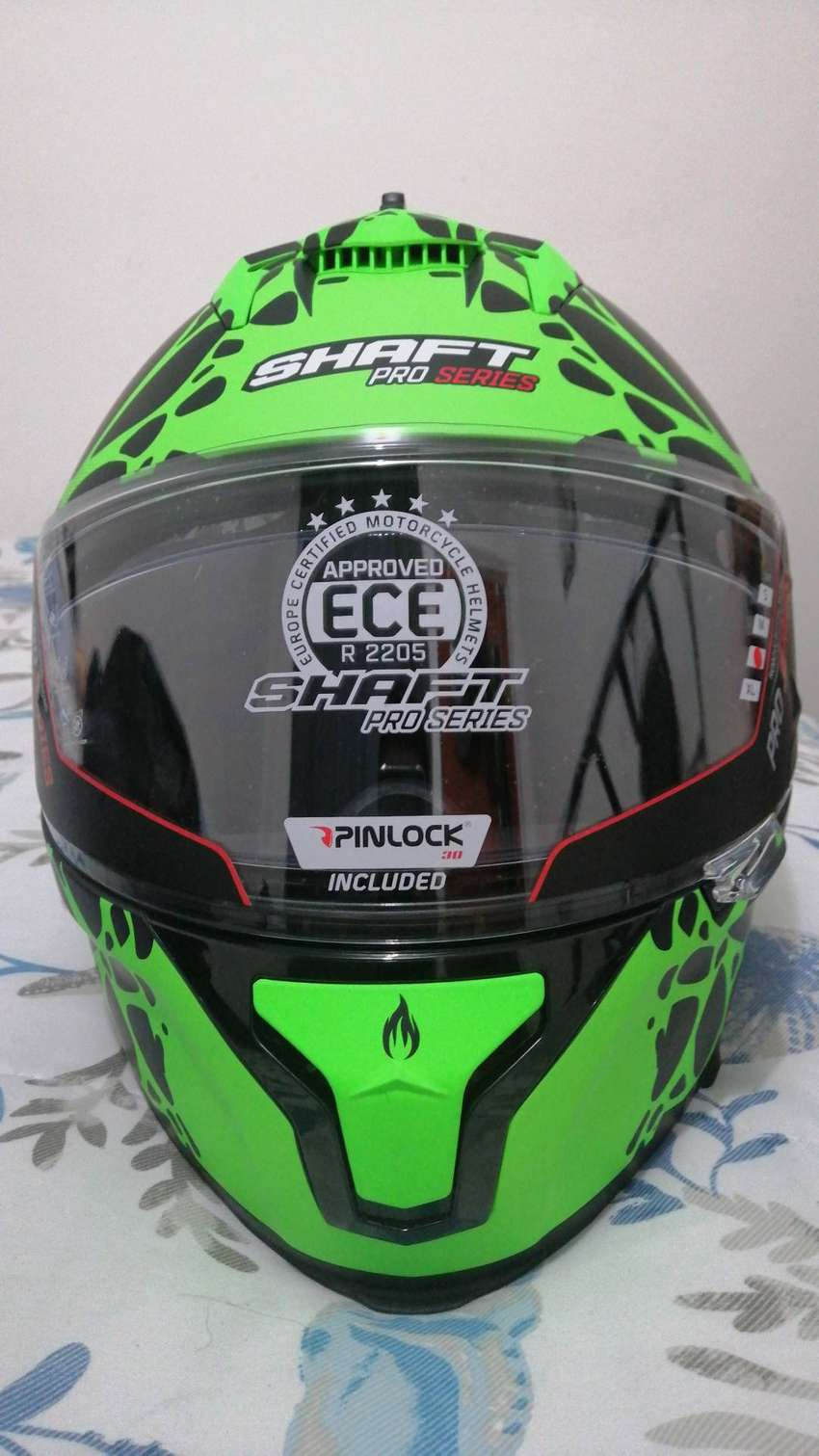 Casco marca shaft, referencia pro series.