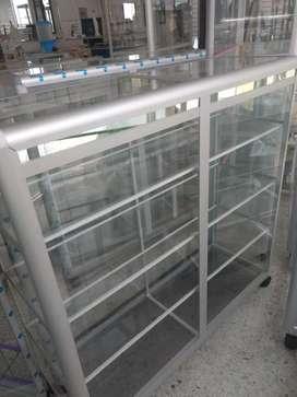 Vitrina mostrador en aluminio y vidrio de 100x100 nuevas.
